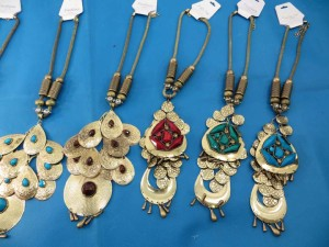 chuncky-vintage-retro-necklaces-20c
