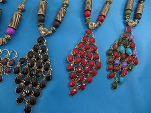 chuncky-vintage-retro-necklaces-20v