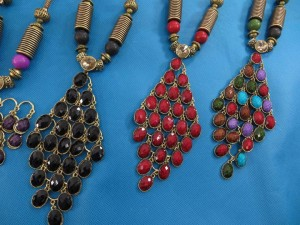 chuncky-vintage-retro-necklaces-20v