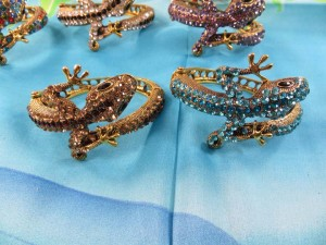 crystal-rhinestone-lizard-bangle-4d