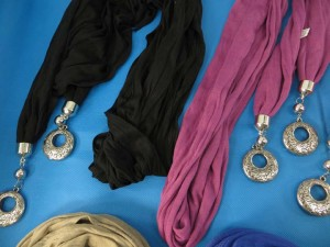 double-pendants-necklace-scarf-85e