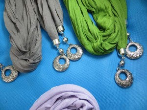 double-pendants-necklace-scarf-85g