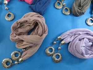 double-pendants-necklace-scarf-85h