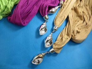 double-pendants-necklace-scarf-86f