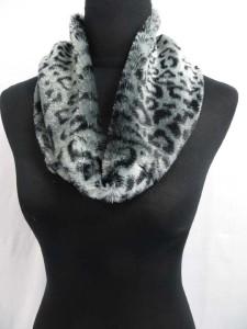 fuzzy-circle-neckwarmer-scarf-126f