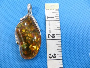 imitation-amber-pendant-necklace-2c