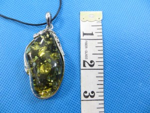 imitation-amber-pendant-necklace-2e