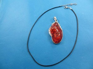 imitation-amber-pendant-necklace-2f