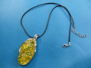 imitation-amber-pendant-necklace-2g