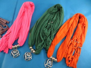 necklace-scarf-70c