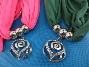 necklace-scarf-70d