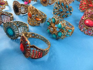 retro-antique-crystal-faux-gem-bangle-bracelets-7v