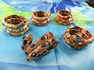 snake-wrapping-bangle-2d