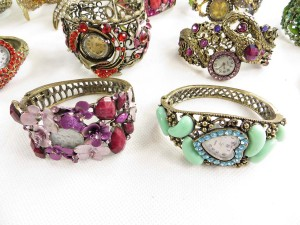 vintage-retro-watch-crystal-faux-gemstone-bangle-2d
