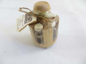 small size aromatic essential oil set with round wooden holder