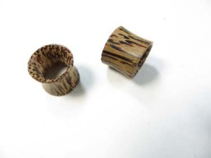 Natural Coconut Wood Double Flared Tunnel Plugs