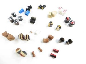 Small gauge wooden and acrylic ear plugs, ear tunnels earlets. Handmade gauges ear plugs, ear stretchers and expanders. Many designs, almost each pair is unique, assorted designs sizes gauges randomly picked by our staffs