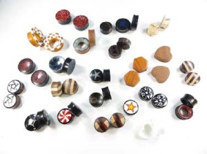 Very mixed wooden and acrylic ear plugs, ear tunnels earlets, small to large gauge mix. Handmade gauges ear plugs, ear stretchers and expanders. Many designs, almost each pair is unique, assorted designs sizes gauges randomly picked by our staffs