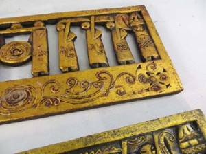gold-tone-wall-plaque-1c