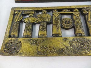 gold-tone-wall-plaque-1e