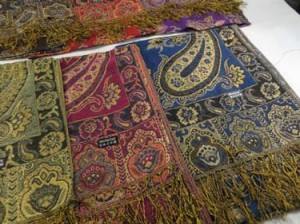 Metalic gold thread embeded thick pashmina scarf shawl in classic paisley and flower design. Double sided reversible. Classic, thick, soft, fringed, absolutely gorgeous