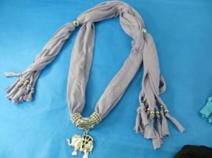 pendant-scarf-u1-81c