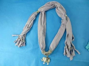 pendant-scarf-u1-81f