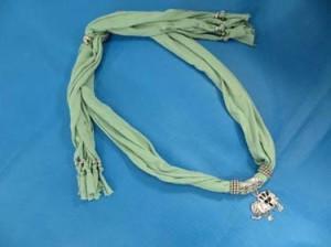 pendant-scarf-u1-81j