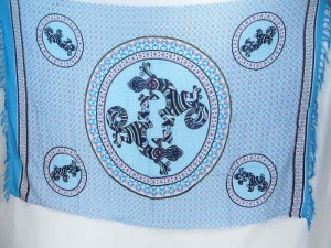 thousand dots gecko inside mandala circle turquoise blue edge sarong