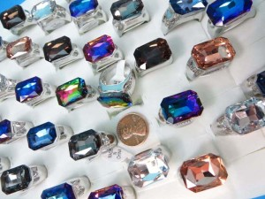 chunky rhinestone fashion rings, mixed sizes between 6 to 10