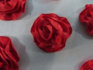 red satin ribbon rose applique / scrapbooking craft DIY / wedding decoration