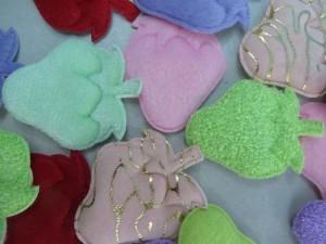strawberry felt padded applique / scrapbooking craft DIY / wedding decoration