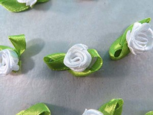 white satin ribbon rose flower applique / scrapbooking craft DIY / wedding decoration