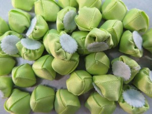 green satin ribbon rose flower applique / scrapbooking craft DIY / wedding decoration