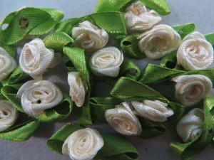 cream color satin ribbon rose flower applique / scrapbooking craft DIY / wedding decoration