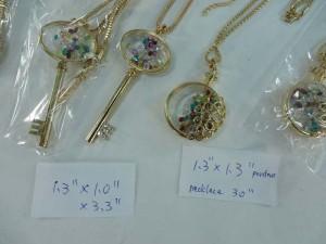 Gold Tone Fashion Jewelry Living Memory Floating Rhinestone Glass Locket Pendant Necklace