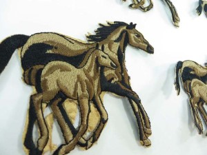 horse mother and calf embroidered iron on patch / embroidered cloth badge motif applique / sew on applique patch
