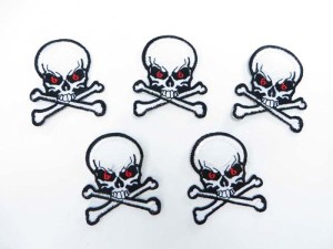 pirate skull crossbones Jolly Roger skeleton motorcycles biker chopper punk rock embroidered iron on patch / embroidered cloth badge motif applique / sew on applique patch