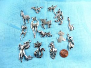 wholesale animal horse cat lion dog pendants charms Jewelry findings for DIY scarves with jewelry, DIY necklace and more Mixed designs randomly picked by our warehouse staffs.