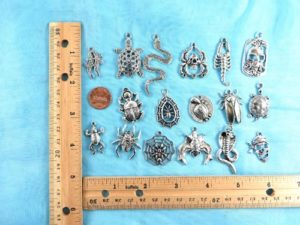wholesale turtle snake spider skull pendants charms Jewelry findings for DIY scarves with jewelry, DIY necklace and more Mixed designs randomly picked by our warehouse staffs.