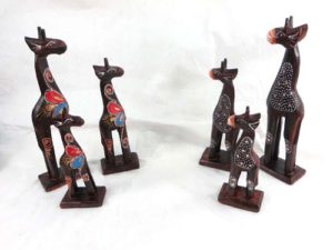 set of 3 giraffe wooden status assorted designs randomly picked by our warehouse staffs Handmade in Bali, Indonesia.