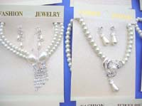 faux-pearl-jewelryset-2b-necklace-earring