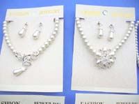 faux-pearl-jewelryset-2c-necklace-earring