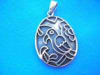 Engraved art bird picture pendant