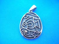 Engraved art fish picture pendant